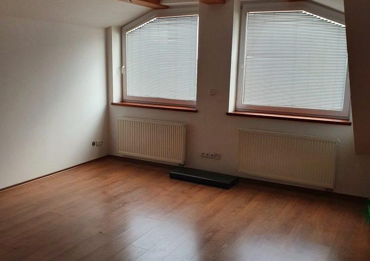 Prodej podkrovního bytu 3+kk, 123 m2 Hodolanská